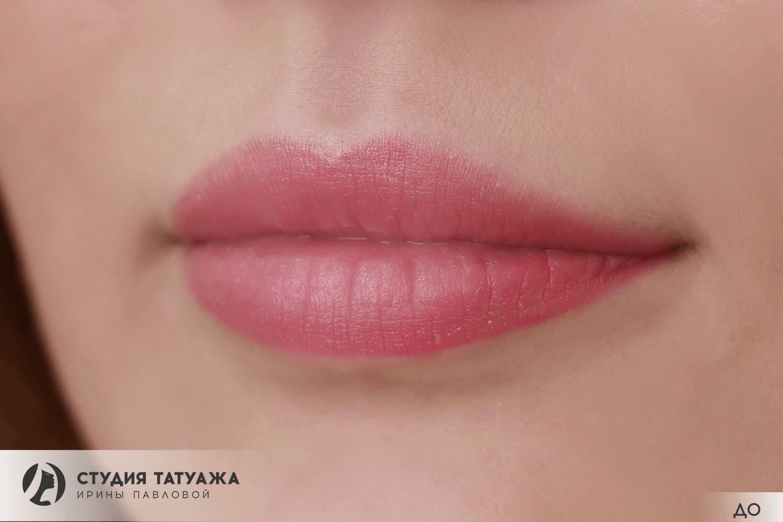 Татуаж губ контур натуральный цвет